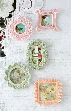 Crocheted frames http://www.flamingotoes.com/2014/07/21-cute-quick-crochet-projects/