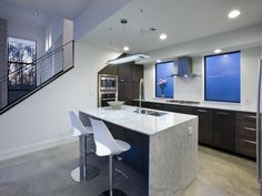 Modern Kitchen And Chairs Decorating Ideas With Small Modern Kitchen Table And Chairs On Kitchen