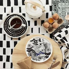 To celebrate the Finland, Marimekko launched a pattern entitled Veljekset (brothers) created by Maija Louekari, one of Marimekko's younger generation print designers. The design was inspired by Finnish folk tales and it depicts wildlife inhab Marimekko, Vase Deco, Table Design, Deco Design, Teller, Salad Plates, Scandinavian Style, Home Decor Items, Interior Styling