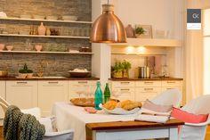 Kuschelige Landhausküche in warmen Farben
