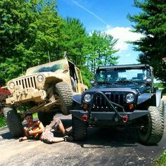 Now that is Jeep Trust @eswenglish #stacking #jeepbeefpose #jeepbeef Way Beyond the Wave #Padgram