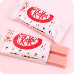Buy Japanese Kit Kat Ichigo Strawberry - Set of 2 at Tofu Cute Japanese Kit Kat, Japanese Candy, Japanese Sweets, Japanese Food, Cute Japanese Stuff, Peach Aesthetic, Aesthetic Food, Tout Rose, Asian Snacks