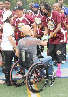 Snoop Dogg says he has the heart of a Lion, but we're pretty sure it's made of gold! The rapper spent some time at Palisades Charter High School this weekend as he teamed up with Los Angeles Clipper forward Matt Barnes to host the 1st Annual Athletes v. Cancer Celebrity Flag Football Game! Tons of athletes and celebrities alike showed up for the event, including Blake Griffin, Nelly, Ray J, Metta World Peace, and MANY more! #HumanitarianOnTheGo #HumanitarianOTG #charity #givingback…