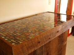 bottle cap bar, with link to more step by step photos - I think I could do this for a coffee table! Beer Bottle Caps, Bottle Cap Art, Bottle Cap Crafts, Beer Caps, Diy Bottle, Homemade Bar, Homemade Tables, Bottle Top Tables, Outdoor Table Tops