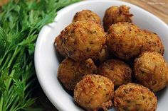 Bolinho de arroz Chef Taico, Baked Potato, The Creator, Potatoes, Baking, Ethnic Recipes, Food, Youtube, Cod Fish Cakes