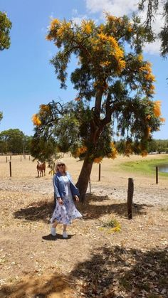 Gorgeous blues from Luca Vanucci in a sylvan South West Australian country setting. Italian Fashion, Italian Style, New Fashion, Fifties Fashion, 50 Years Old, Fashion Essentials, Fashion Tips For Women, Fashion Labels, Fashion Company
