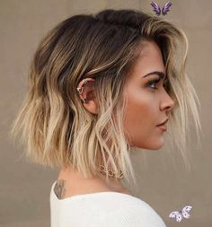 Top 30 Short Haircut Trends for 2020 - Quick & Easy Short Hairstyles Trendfrisuren 2020 - Short Bob with Beachwaves<br> The new year is fastly approaching and the means new hair trends. Short hair has really been making… Short Hair Styles Easy, Short Hair Cuts, Natural Hair Styles, Cool Blonde Hair, Platinum Blonde Hair, Grown Out Blonde Hair, Corte Bob, New Hair Trends, Pelo Bob