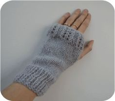 Jolie mitaines                                                                                                                                                                                 Plus Crochet Gloves Pattern, Baby Knitting Patterns, Knit Crochet, Knitting Books, Knitting Projects, Hand Knitting, Fingerless Gloves Knitted, Knit Mittens, Blog Couture
