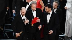 In the most shocking mix-up in Oscars history, Moonlight won best picture at the Academy Awards — but only after presenter Faye Dunaway announced La La Land as the winner, setting off mass confusion inside the Dolby Theatre in Los Angeles. Oscar 2017, Best Picture Winners, Picture Mix, Warren Beatty, Faye Dunaway, Bonnie N Clyde, Event Marketing, American Music Awards, Show Photos