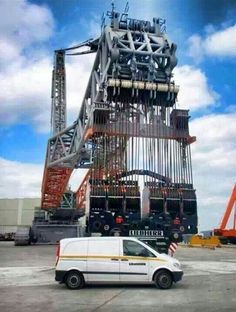 If you are wondering how big can a Liebherr hook block be, just compare it to the service van in front of it and you will know what is call gigantic. Heavy Construction Equipment, Construction Machines, Heavy Equipment, Crawler Crane, Mining Equipment, Heavy Machinery, Ex Machina, Big Trucks, Tractors