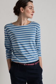 The famous Seasalt Sailor Shirt with slightly shorter sleeves. A take on the classic Breton style ladies' top or wide and evenly spaced, iconic Cornish stripes. Breton Stripes Outfit, Street Casual Men, Breton Top, Breton Shirt, Shirt Designs, Sailor Shirt, Paris Chic, Mode Inspiration, Mode Style