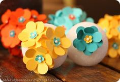 Summer Flower ornaments or pomanders Easy Diy Crafts, Diy Arts And Crafts, Crafts To Make, Crafts For Kids, How To Make Paper Flowers, Diy Flowers, Flower Decorations, Pretty Flowers, Flower Ornaments