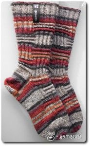 """Sock alphabet - O like . Omine (version So now I finally have the two . : Sock alphabet – O like … Omine (version So, now I have finally knitted the second, """"RIGHT"""" version of the Omine: As you can see, the pattern is a little different than … Simply Knitting, Easy Knitting, Knitting Socks, Knit Socks, Diy Art Projects, Crochet Projects, Crochet Stitches, Knit Crochet, How Do You Knit"""