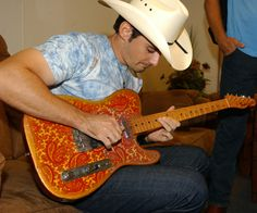 "do i put in ""eye candy"" or ""i paisley""? Brad Paisley with his Paisley Fender Telecaster. Country Singers, Country Music, Free Ringtones, Music Hits, Cigar Box Guitar, Album Covers, Cd Cover, Brad Paisley, Fender Telecaster"