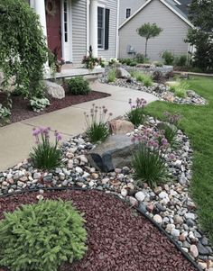When the front yard landscaping is not good enough. Let's take a look at three quality front yard landscaping ideas to keep in mind and give a try. Small Front Yard Landscaping, Front Yard Design, Mulch Landscaping, Landscaping With Rocks, Landscaping Borders, Mailbox Landscaping, Front Yard Landscape Design, River Rock Landscaping, Front Yard Plants