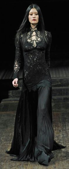 2011 Julien Macdonald Fall Collecti A mourning gown for a lady of house Stark
