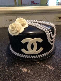 Chanel party! This is way too pretty to eat!