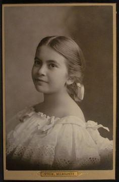 Cabinet Photo Girl Off Shoulder White Dress #2 Stein Milwaukee Wisconsin 1897