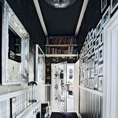 Looking for modern hallway decorating ideas? Take a look at this monochrome hallway from Livinetc for inspiration. For more hallways ideas, such as how to decorate with monochrome, visit our hallway galleries Black And White Hallway, Dark Hallway, Black Walls, Striped Hallway, Black Ceiling, Hallway Pictures, Hallway Ideas, Dado Rail, Modern Entrance
