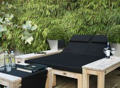lounge outdoor - black and wood Pallet Furniture, Garden Furniture, Outdoor Furniture Sets, Chickens Backyard, Backyard Patio, Backyard Ideas, Garden Ideas, Landscaping Ideas, Outdoor Spaces