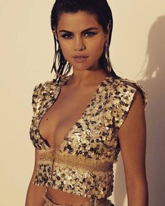 Image about fashion in Gomez, Selena by D❁ on We Heart It Selena Gomez Fashion, Selena Gomez Fotos, Selena Selena, Selena Gomez Pictures, Selena Gomez Style, Selena Gomez Who Says, Hot Girls, Marie Gomez, Beautiful Celebrities