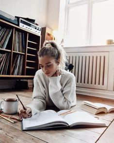 10 Things To Do To Make Studying Less Painful – – girl photoshoot poses Book Aesthetic, Aesthetic Girl, College Aesthetic, Insta Photo Ideas, Study Inspiration, Girl Photography Poses, Jolie Photo, Study Motivation, Going Home