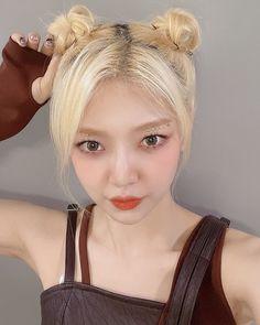 Pearl Earrings, Hoop Earrings, Korean Girl Groups, Serum, Girls, Instagram, Kpop Groups, Lisa, June