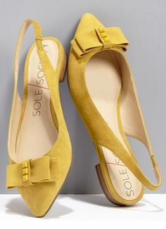 Cheery mustard slingback flats -- a must-have for spring! Source by flats Pretty Shoes, Beautiful Shoes, Cute Shoes, Me Too Shoes, Shoe Boots, Shoes Sandals, Flat Shoes, Bow Flats, Slingback Flats