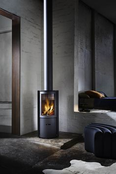 Like its famous siblings, the Stûv offers a patented three-door system and three heating functions to ensure maximum enjoyment of your fire. Box Design, House Design, Door Stays, Rocket Stoves, Open Fires, Cottage Living, Hearth, Glass Door, Cast Iron