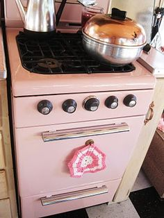 How cute is this vintage stove? Barbie's dream stove perhaps?