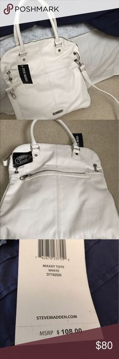 NWT! White Steve Madden Leather Tote NWT! White Steve Madden leather tote. Never used. Great size (see pics) and excellent condition. Removable shoulder strap. Steve Madden Bags Totes