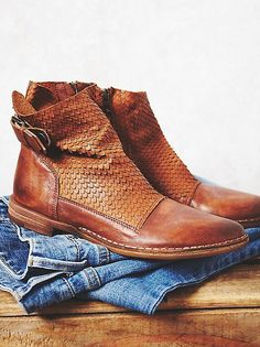 SO LOVING THESE SUPERB ANKLE BOOTS!! - THE LEATHER LOOKS SO SOFT AND COMFORTABLE!!