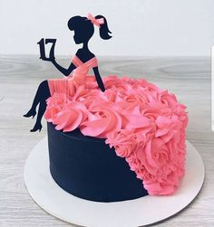 YES OR NO?? 17 cake by @alya_small This cake is so beautiful!!!! a good idea for a birthday cake #women #pinky #dress #macarons #black…