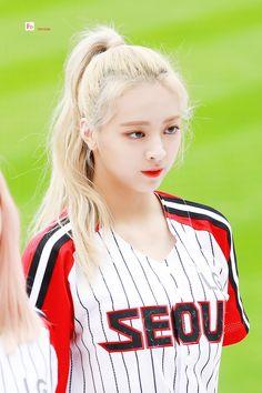 icy but i'm on fire 🔥 Kpop Girl Groups, Korean Girl Groups, Kpop Girls, Ulzzang Korean Girl, Yoona, These Girls, New Girl, Korean Singer, South Korean Girls
