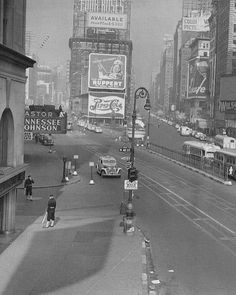 New York City, 1943 Times Square view from West Astor Hotel to north.at left Broadway(Capitol+Strand Theatres)+at right Photo New York, New York City Photos, New York Pictures, Old Pictures, Old Photos, A New York Minute, Vintage New York, City That Never Sleeps, Best Cities