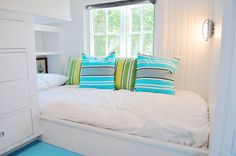 COCOCOZY: NANTUCKET NATURAL - ISLAND OUTDOOR COLORS INISDE A SMALL BEACH COTTAGE!