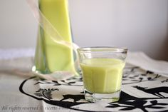 La crema al pistacchio è un liquore delicato, ottimo da servire come digestivo dopo pasto e semplice da preparare con il tuo bimby. Leggi la ricetta.