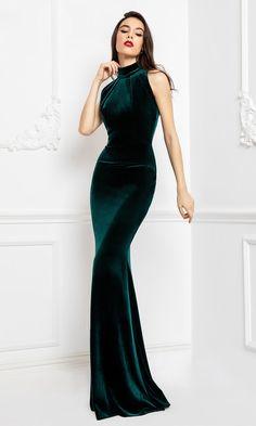Formal Dresses Long Elegant, Elegant Dresses Classy, Classy Dress, Beautiful Dresses, Classy Gowns, Classy Evening Gowns, Green Evening Gowns, Formal Evening Gowns, Velvet Evening Gown