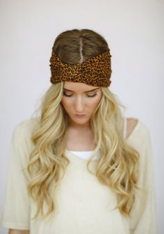Looking for a cute fall hair accessory? Try this leopard print head wrap!