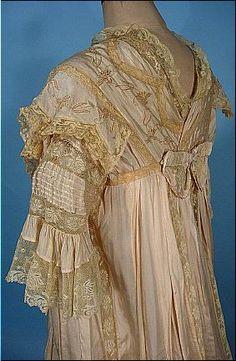 c. 1900-1905 Pale Blush Pink China Silk Dressing Gown. Detail