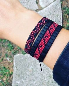 off loom beading stitches Loom Bracelet Patterns, Bead Loom Bracelets, Bead Loom Patterns, Friendship Bracelet Patterns, Beading Patterns, Beading Ideas, Beading Supplies, Bead Sewing, Bijoux Diy