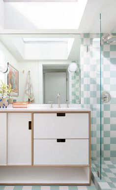 Fun and Fresh Checkerboard Bathroom | Fireclay Tile Fireclay Tile, Mid Century Modern Kitchen, Checkerboard Pattern, Modern Staircase, Bathroom Floor Tiles, Style Tile, Kitchen Cabinetry, Color Tile, Mid Century House