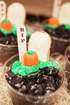 Halloween Graveyard Pudding Cups - Spook up a pudding cup snack with a graveyard scene.