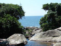 Cachoeira/Mar  Praia do Gato/Ilhabela Litoral Norte SP by Fabio Calheta