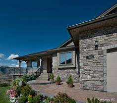Residential Exterior: San Francisco COBBLEFIELD® - Cultured Stone® Brand_Manufactured Stone Veneer