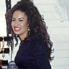 Selena Quintanilla Perez, I Miss Her, Aaliyah, Jennifer Lopez, Dreadlocks, Celebs, Pure Products, Long Hair Styles, Queen