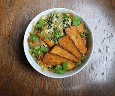 Glasnudelsalat mit Spinat, Karotten und Chinakohl