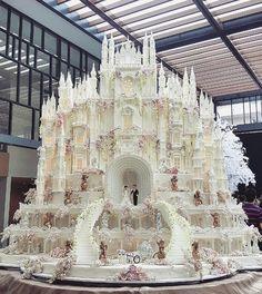 Você não vai acreditar nesses bolos de casamento que estão sendo feitos na Indonésia. Pega o babador aí!
