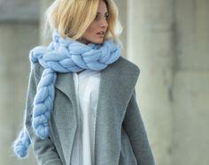 Buy Ohhio super chunky blankets handmade with merino wool and Ohhio Braid. Buy blankets, knitwear, knitted decor, yarn and more arm knitting supplies. Big Wool, Chunky Blanket, Manta Crochet, Knitting Supplies, Arm Knitting, Knitted Blankets, Scarf Styles, Merino Wool, Knitwear