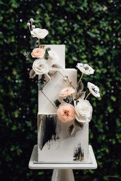 City of Gold - WedLuxe Magazine Simple Elegant Wedding, Elegant Wedding Cakes, Wedding Cake Designs, Simple Weddings, Wedding Cake Toppers, Wedding Set Up, Luxury Wedding, Geometric Cake, Tropical Floral Arrangements